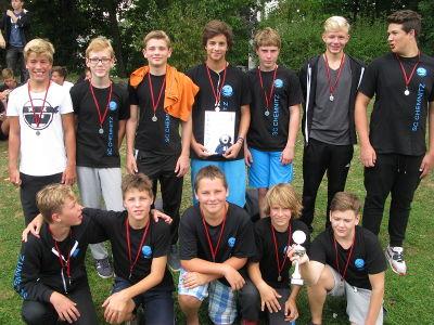 Wasserball-Mannschaft Jungen Teamfoto nach Wettbewerb
